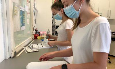 I díky výpomoci studentek patří AGELLAB v testování nového typu koronaviru mezi nejvýkonnější laboratoře v zemi